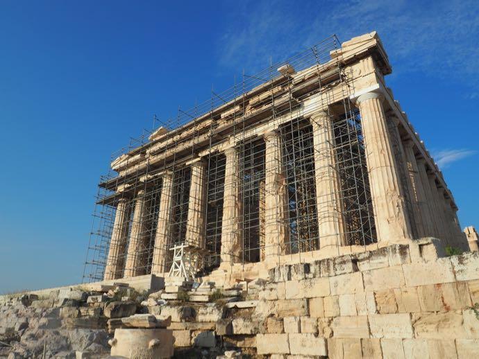 青空の下のパルテノン神殿