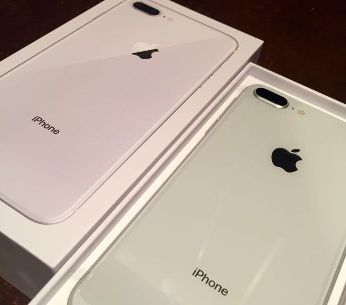 ふたつ並んだiPhone