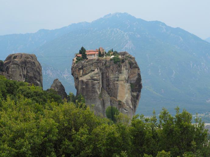 近づいてきたアギア・トリアダ修道院