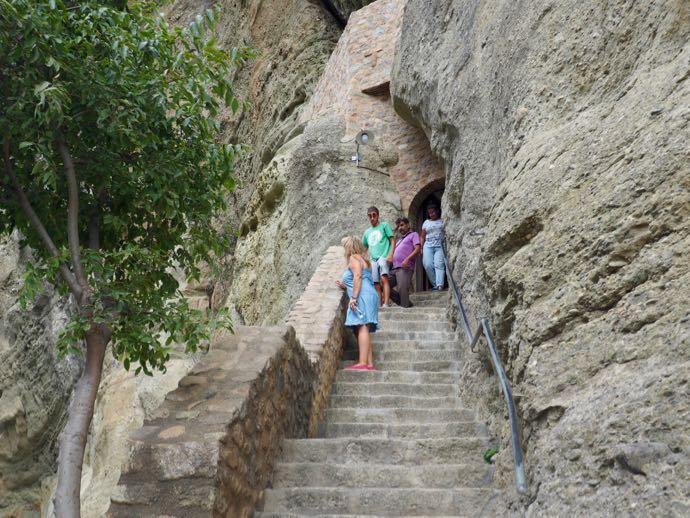 アギア・トリアダ修道院の内部へ