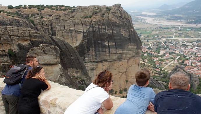 絶景を眺める人々