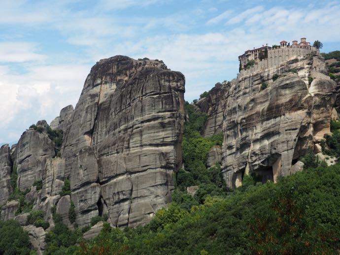 ルサヌー修道院から見たヴァルラーム修道院
