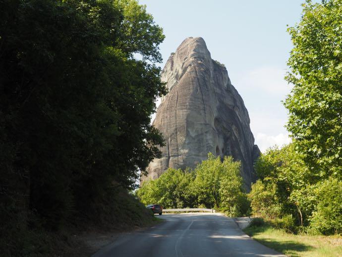 ルサヌー修道院へ向かう道路