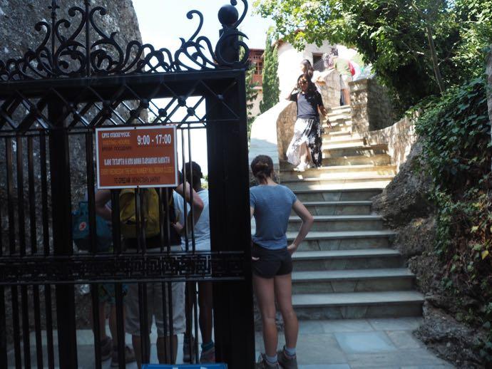 ルサヌー修道院の入場門