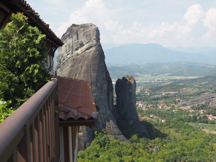 バルコニーから眺める奇岩群
