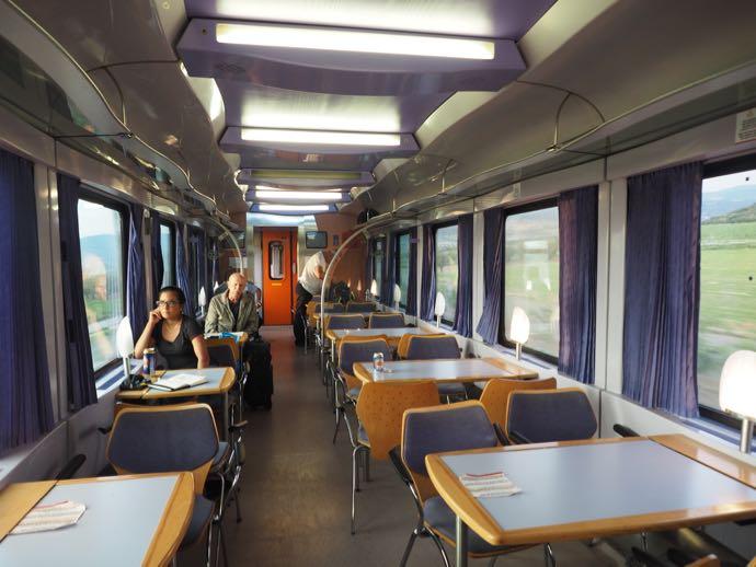 カランバカ駅 メテオラへ鉄道で行く アテネ中央駅 食堂車