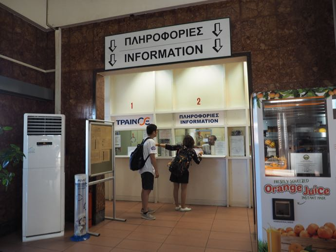 カランバカ駅 メテオラへ鉄道で行く アテネ中央駅のインフォメーション