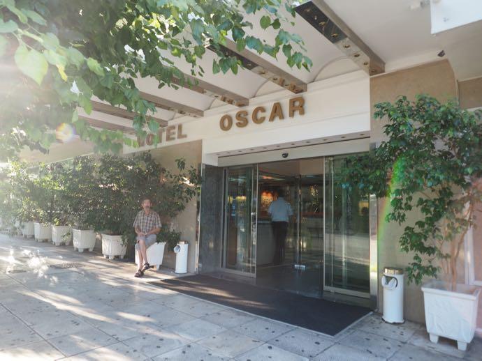 オスカーホテルの入り口