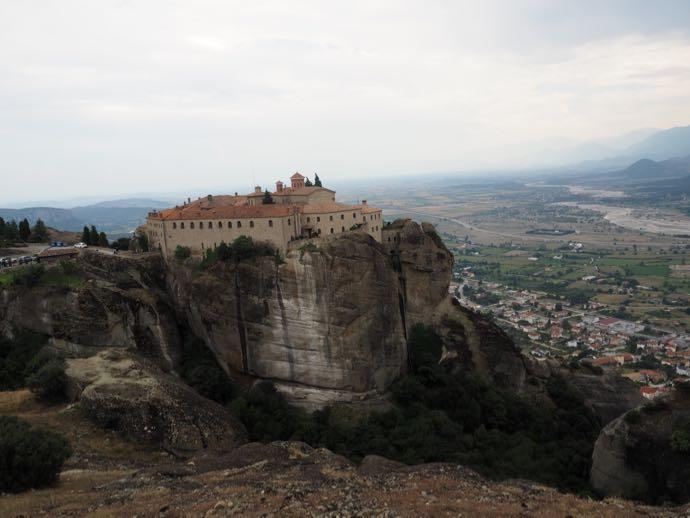 遠くに見える修道院