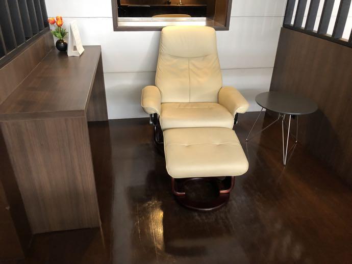 バンコク・ドンムアン国際空港 Miracle Lounge2のリクライニングシート