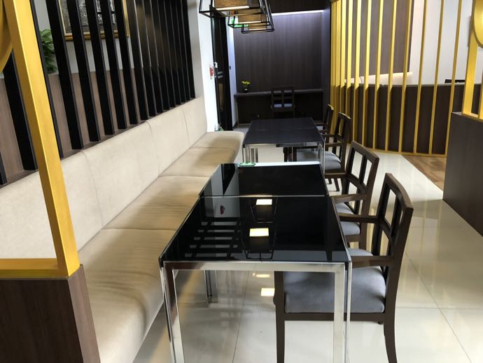 バンコク・ドンムアン国際空港 Miracle Lounge2のテーブル席