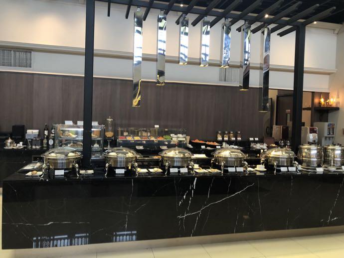 バンコク・ドンムアン国際空港 Miracle Lounge2の軽食は大充実
