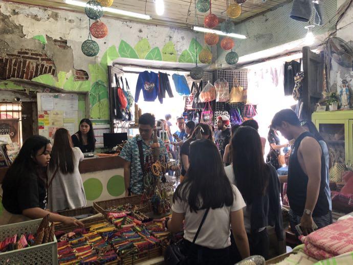 女性で賑わう雑貨店