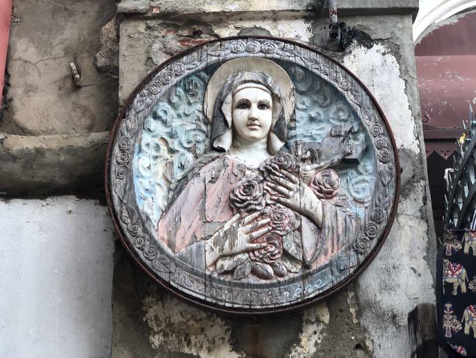 聖母マリアのレリーフ