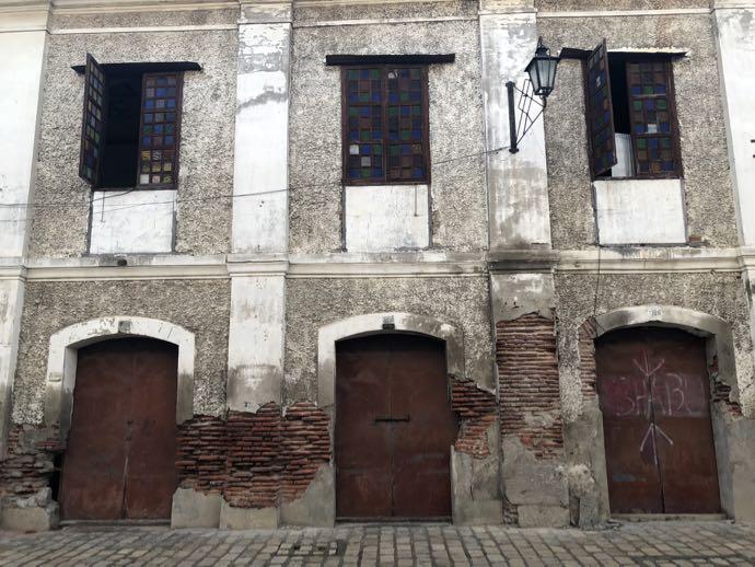 老朽化している建物