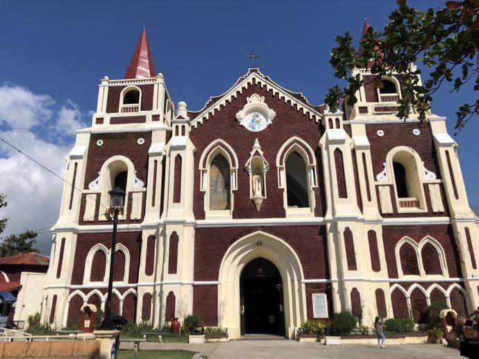 バンタイ教会の外観