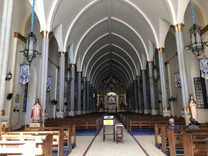 バンタイ教会の内部