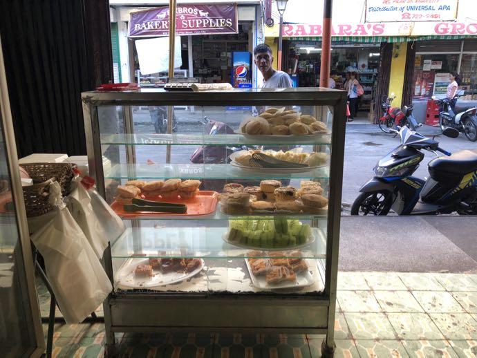 菓子パン店のショーケース