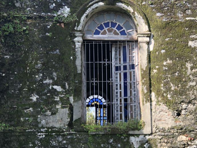 サン・オウガスチン教会(パオアイ教会)の窓