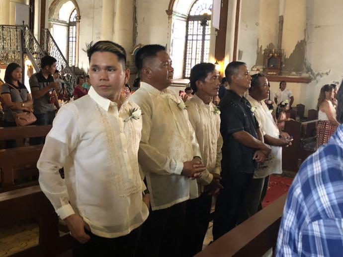 乾坤式に参列する男性