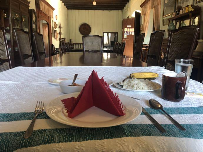 主人席で食べる朝食
