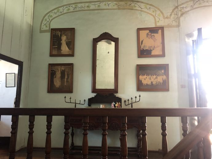 食堂奥の階段
