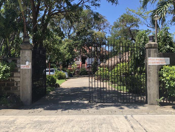 入り口、門