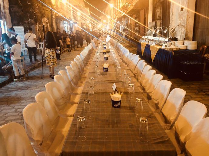 コルソン通りに並ぶテーブル