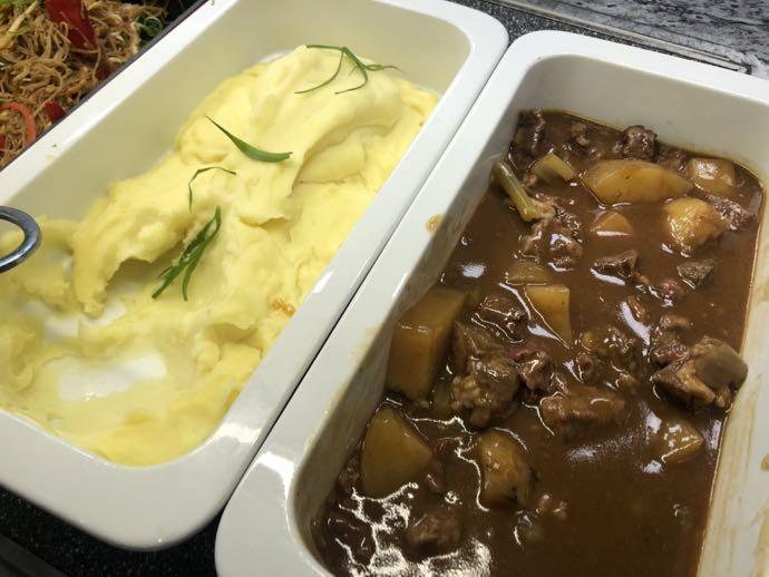 ビーフシチューとマッシュポテト