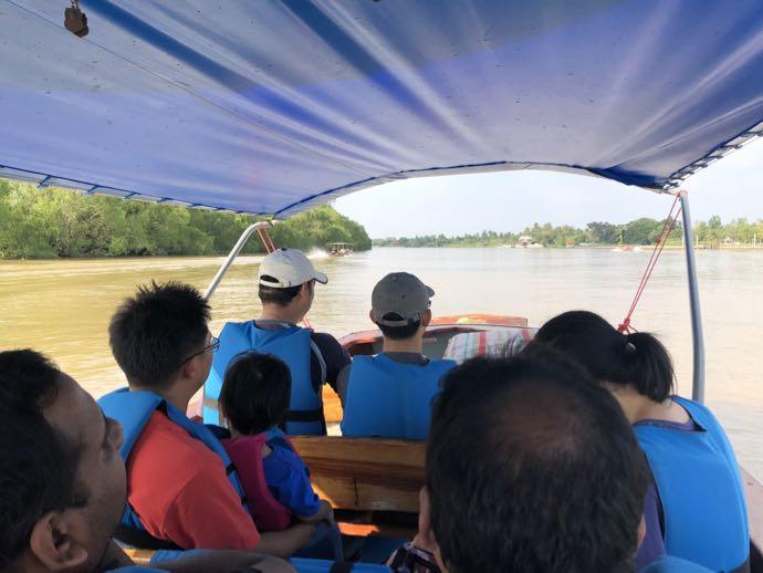 アムパワーの現地ボートツアー