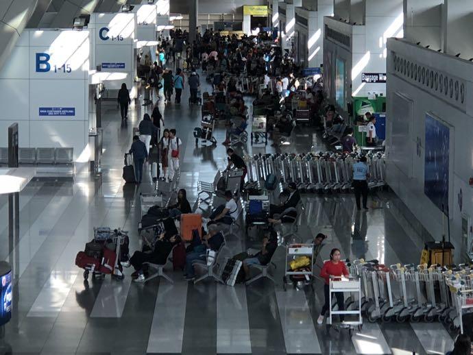 混雑するニノイアキノ空港