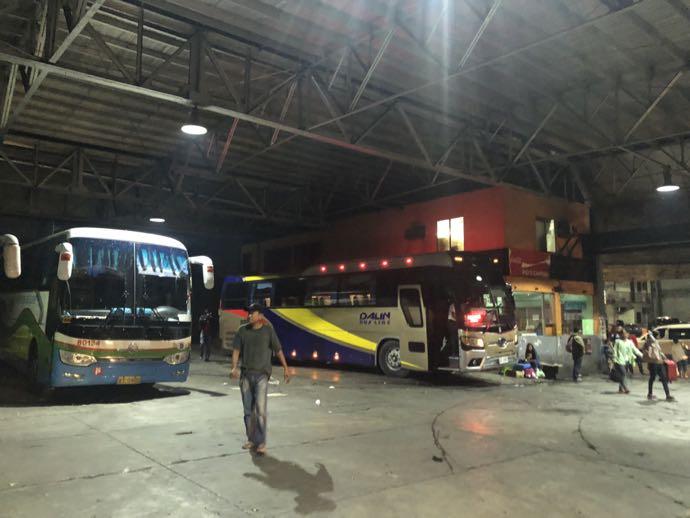 マニラ市内のバスターミナル