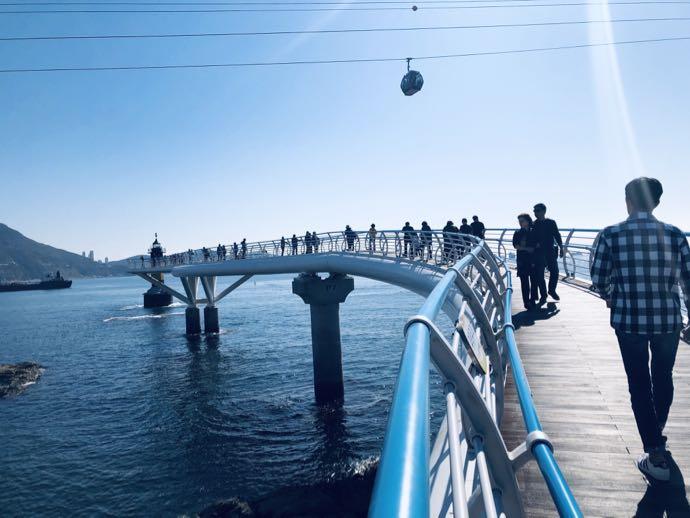 海の上の遊歩道