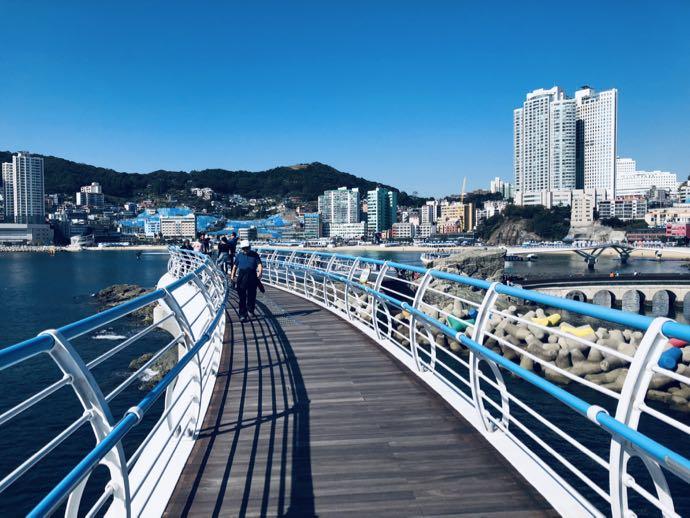 海の上を歩くような気分になれる遊歩道
