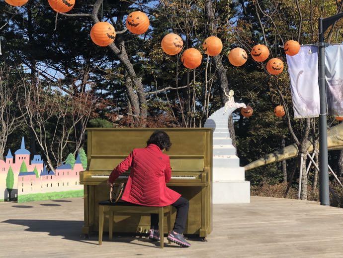 謎のピアノ