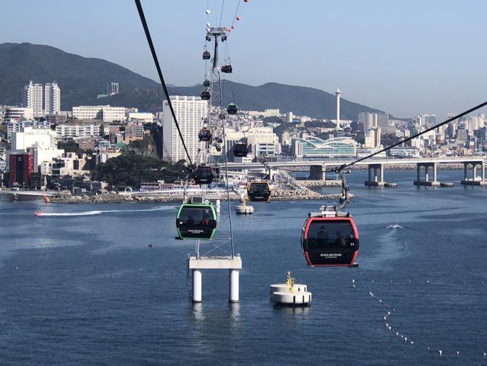 行き交う松島海上ケーブルカー