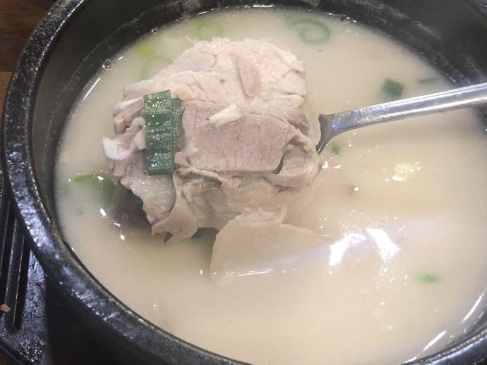 テジョンミョンガ の豚肉は柔らかい