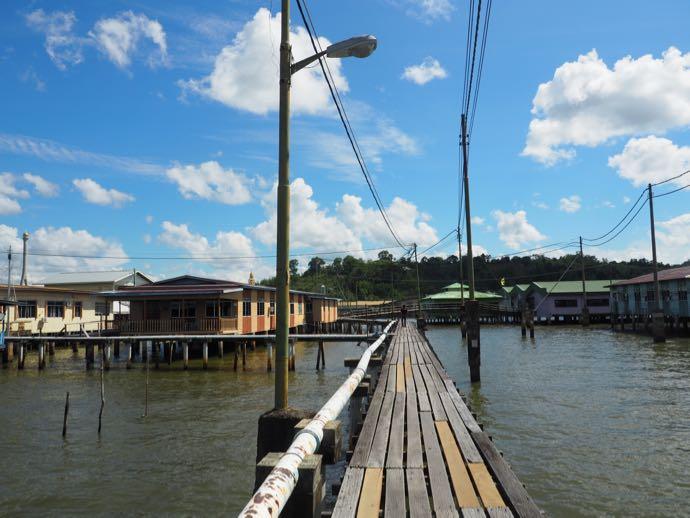 カンポンアイールに張り巡らされた橋