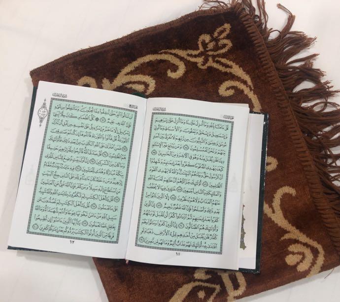 コーランと絨毯