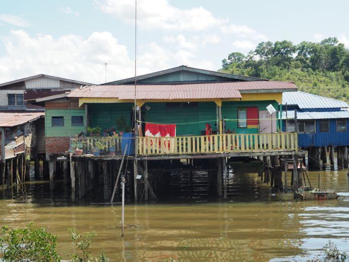 水上集落のベランダ付き家屋