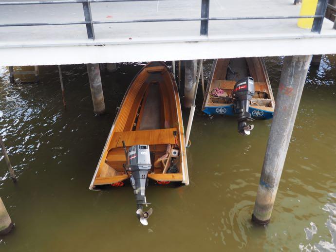 水上家屋の自家用ボート