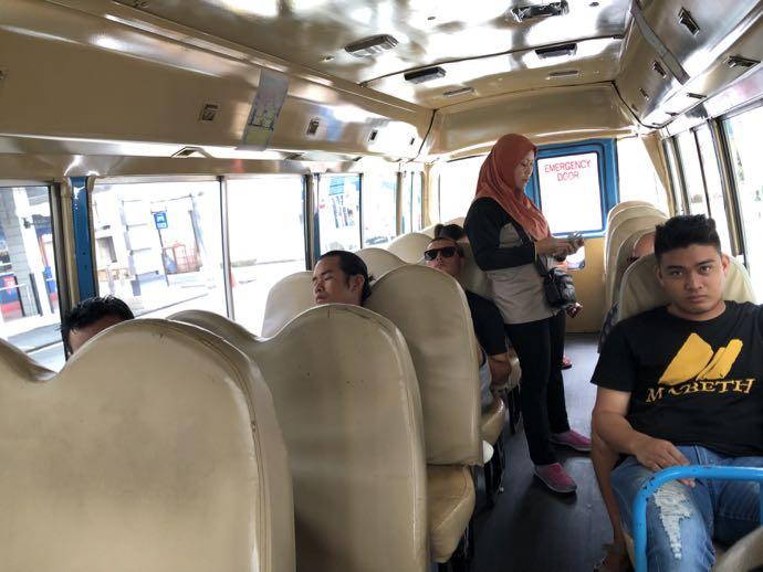 01バスの車掌さん