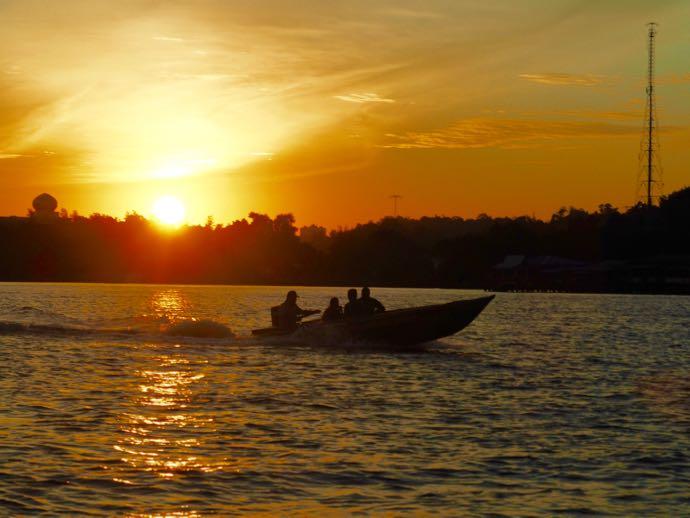 ブルネイのボートとサンセット