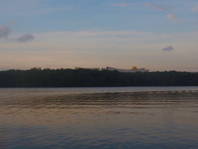 ブルネイ川から見える王宮