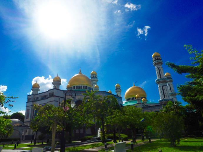 太陽と並ぶニュー・モスク