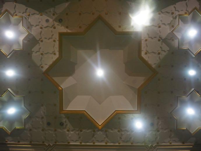 天井のモザイク