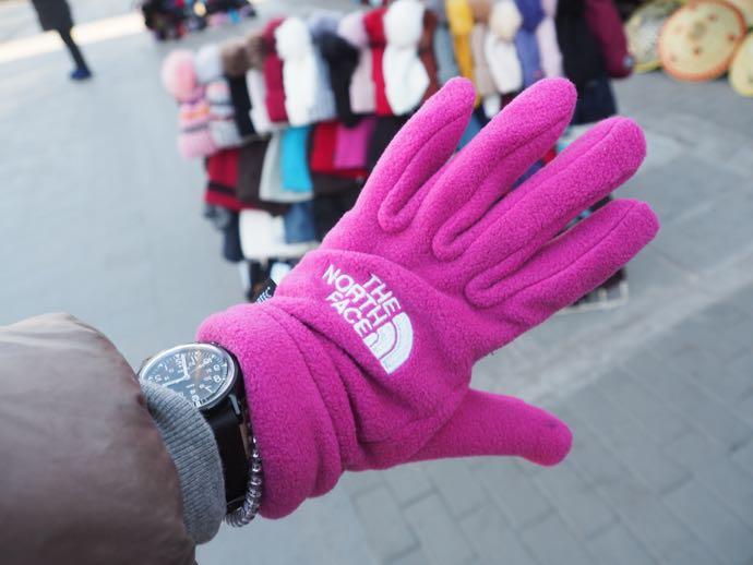 ノースフェイス風ピンクの手袋
