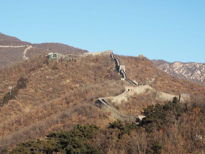 遠目に見える慕田峪長城