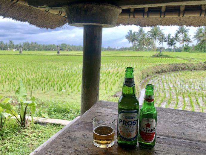 田んぼでビール