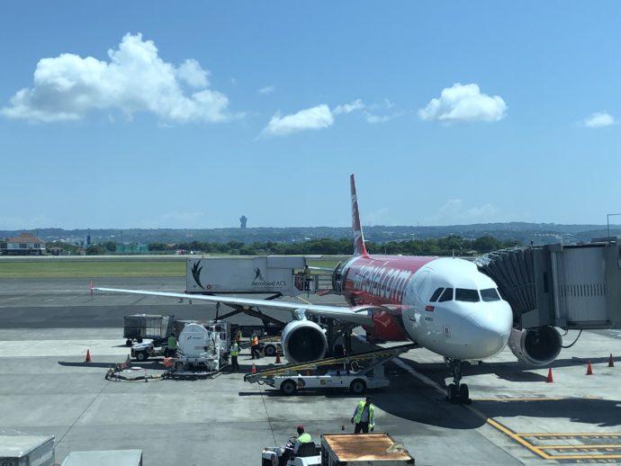 デンパサール空港のエア・アジア機体